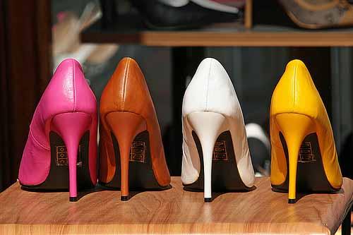 Как ухаживать за цветной обувью